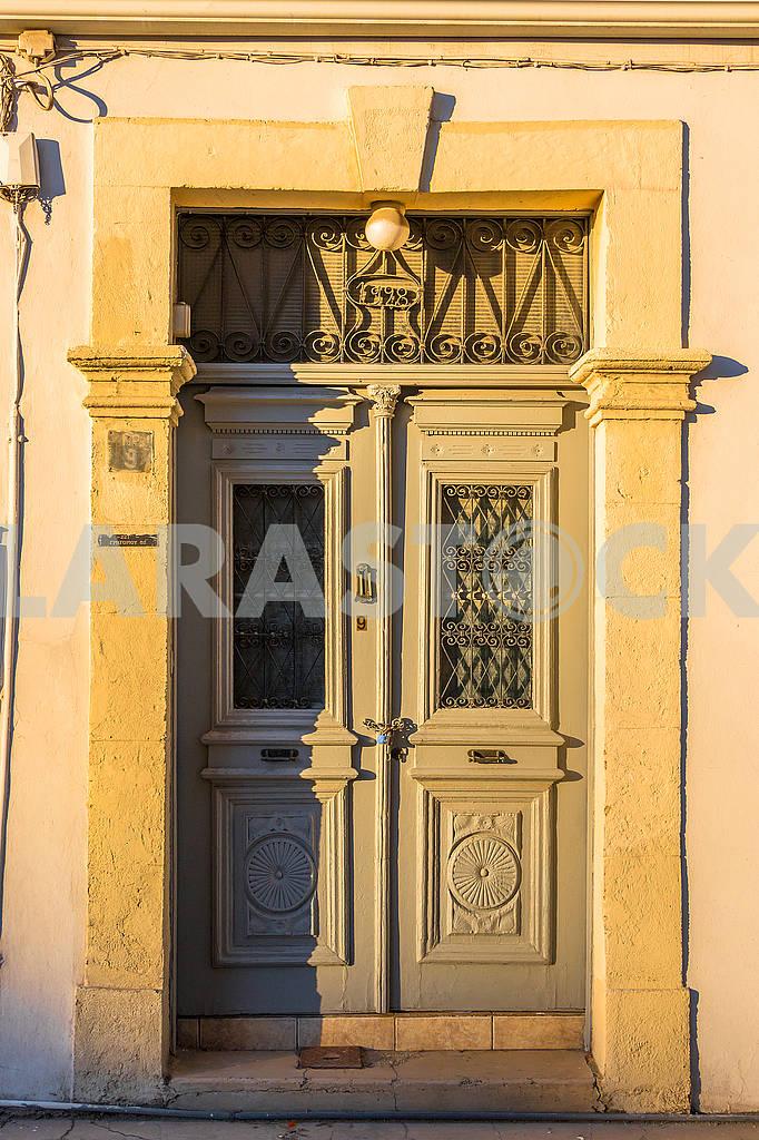 Двери с решеткой в Никосии — Изображение 66395