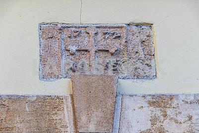 Барельеф на стене старого дома