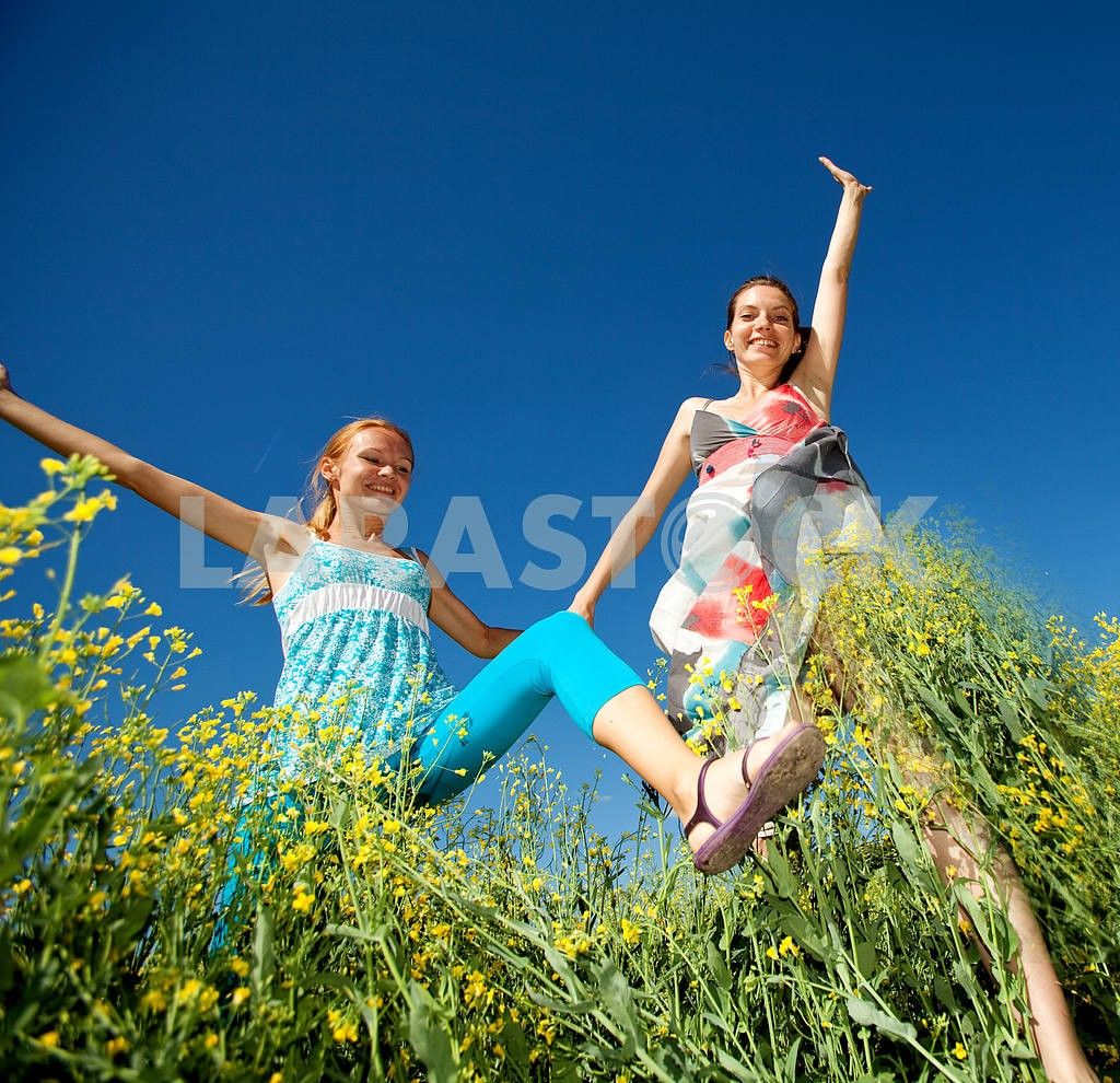 Happy people is jumping in field — Image 6657