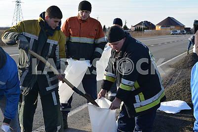 Rescuers stack sandbags