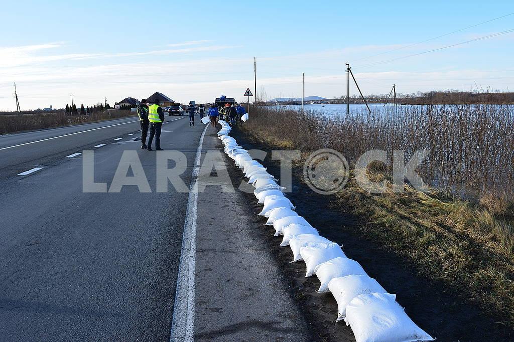 Sandbags along the road — Image 66744