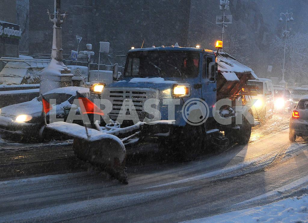 Snow-cleaning machine on Khreshchatyk — Image 66792