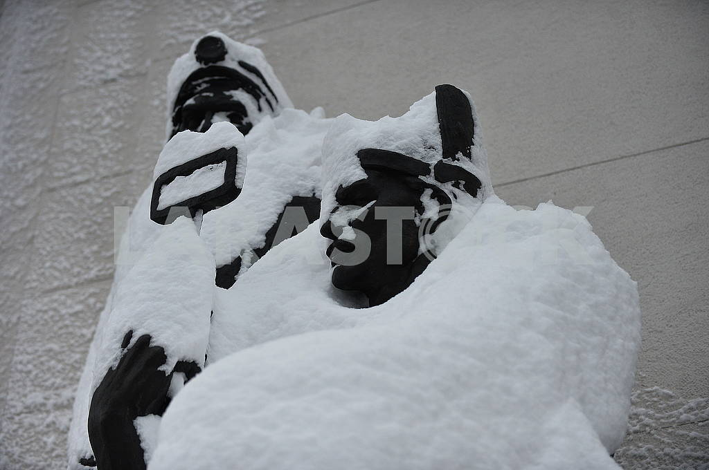 Snow-covered sculptures — Image 66860