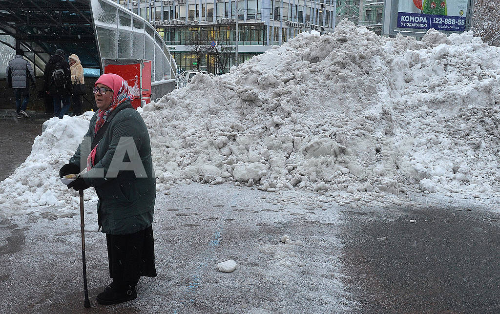 Snowdrifts in Sports Square — Image 66863