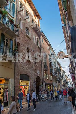 Улица  Капелло в Вероне