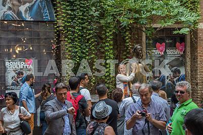 Туристы возле дома Джульетты