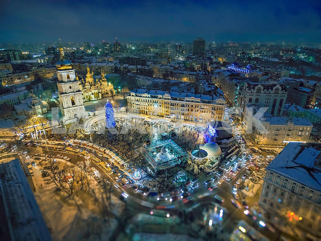 Festive illumination on Sofia's square in Kiev. — Image 67033