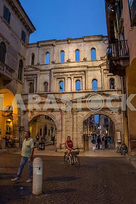 Порта Борсари в Вероне