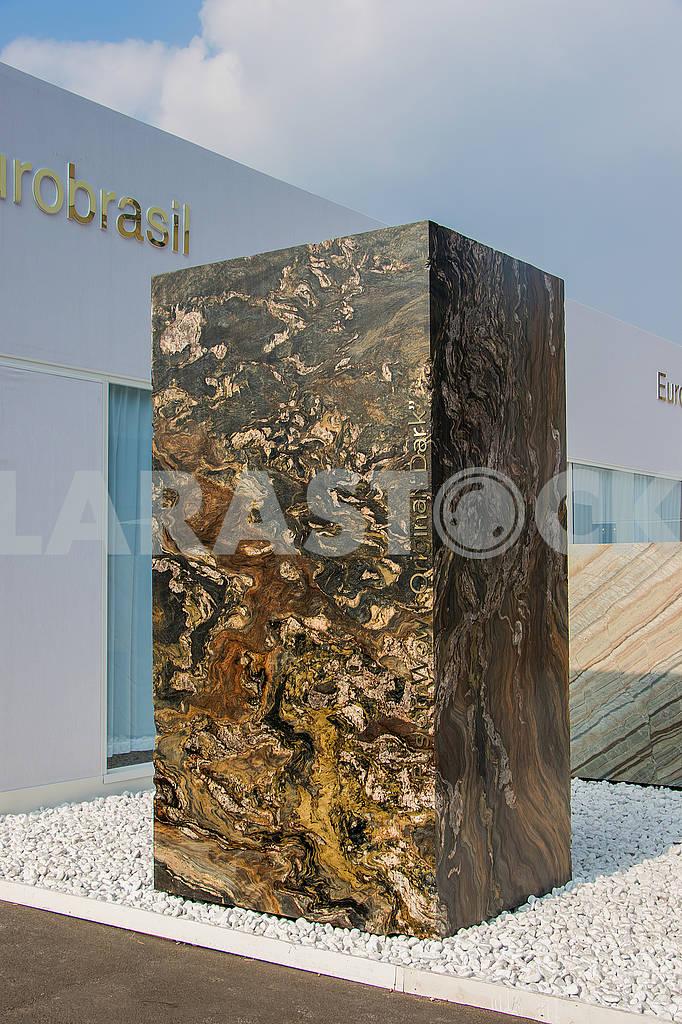 Stone block 3Х2Х1 Aliaska original dark — Image 67138