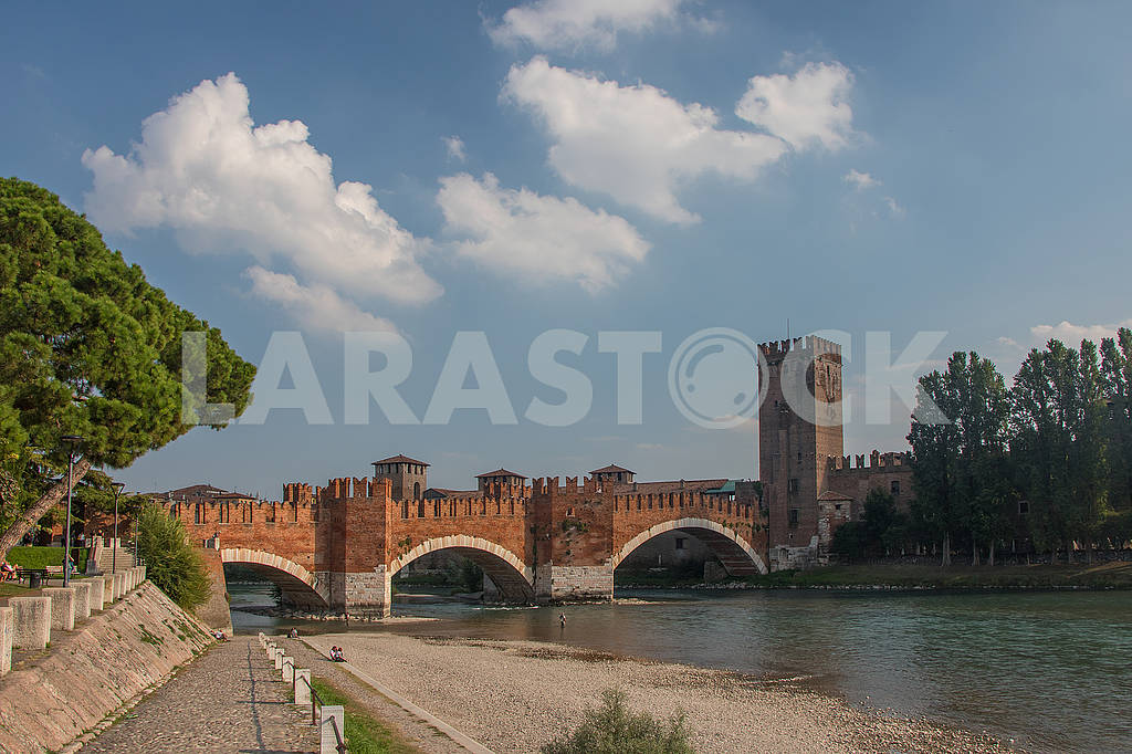 The Ponte Scaligero Bridge and the Adige River — Image 67227
