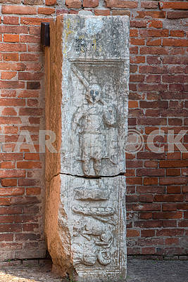 Bas-reliefs on the column