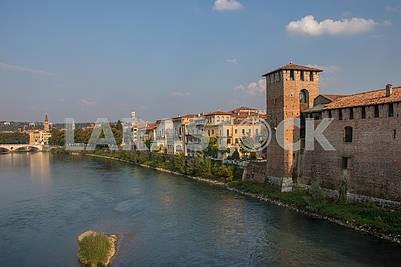 Замок Кастельвеккио и река Адидже