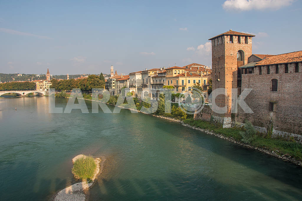 View of Castle of Castelvecchio and the Adige River — Image 67287