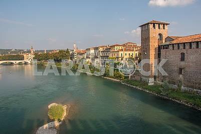 Вид на замок Кастельвеккио и реку Адидже