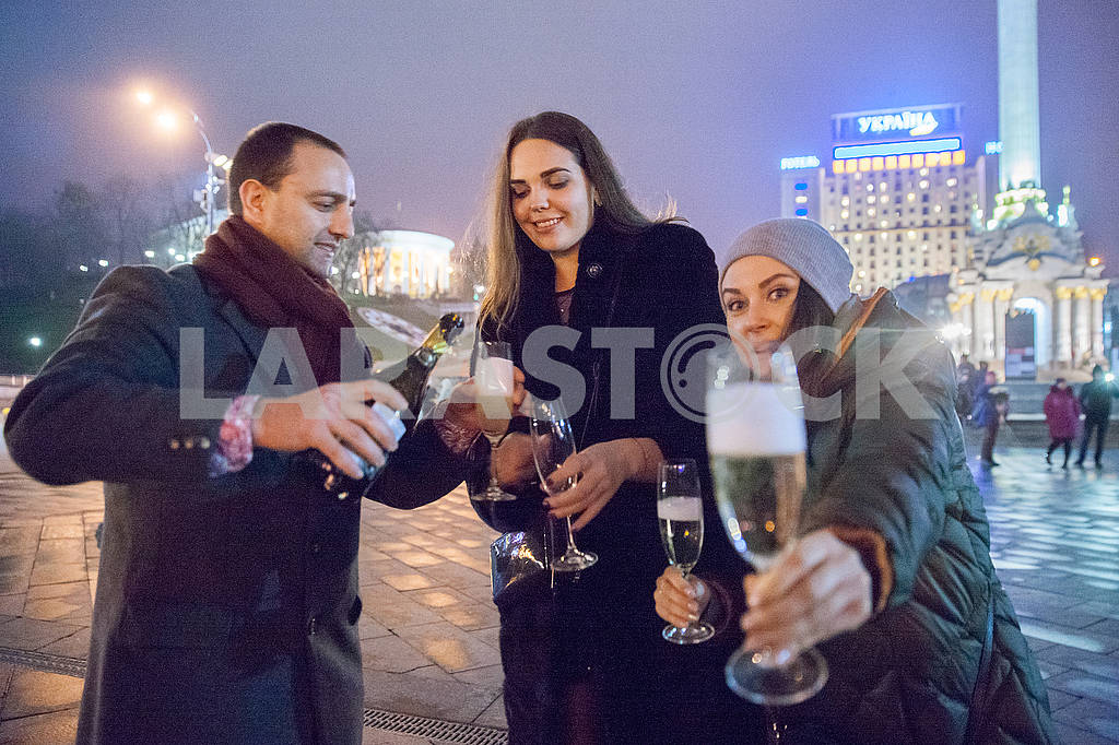 Celebrating the New Year in the center of Kiev on the night from December 31st to January 1st. — Image 67350