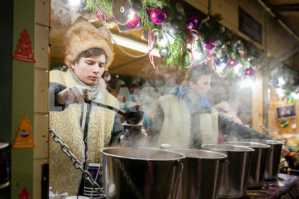 Celebrating the New Year in the center of Kiev on the night from December 31st to January 1st. — Image 67359