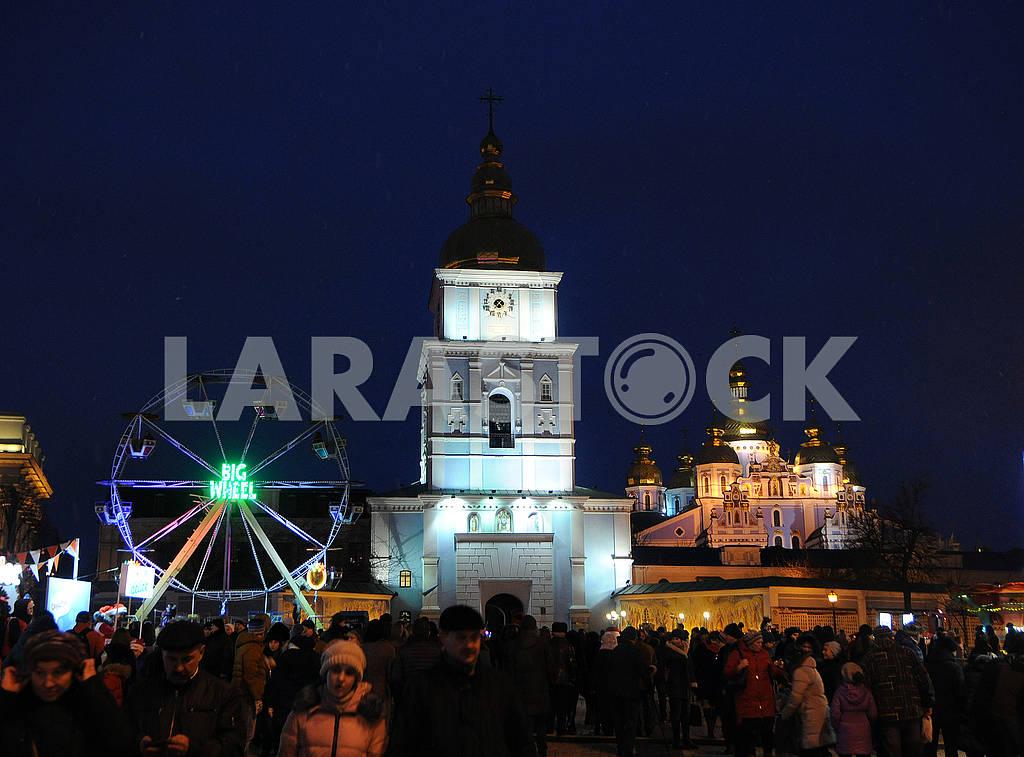 Колесо обозрения возле Михайловского собора — Изображение 67410