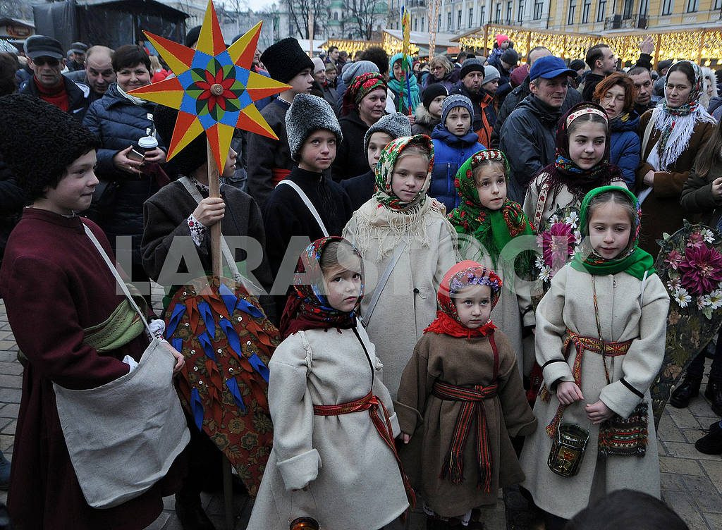 Christmas procession with stars — Image 67508