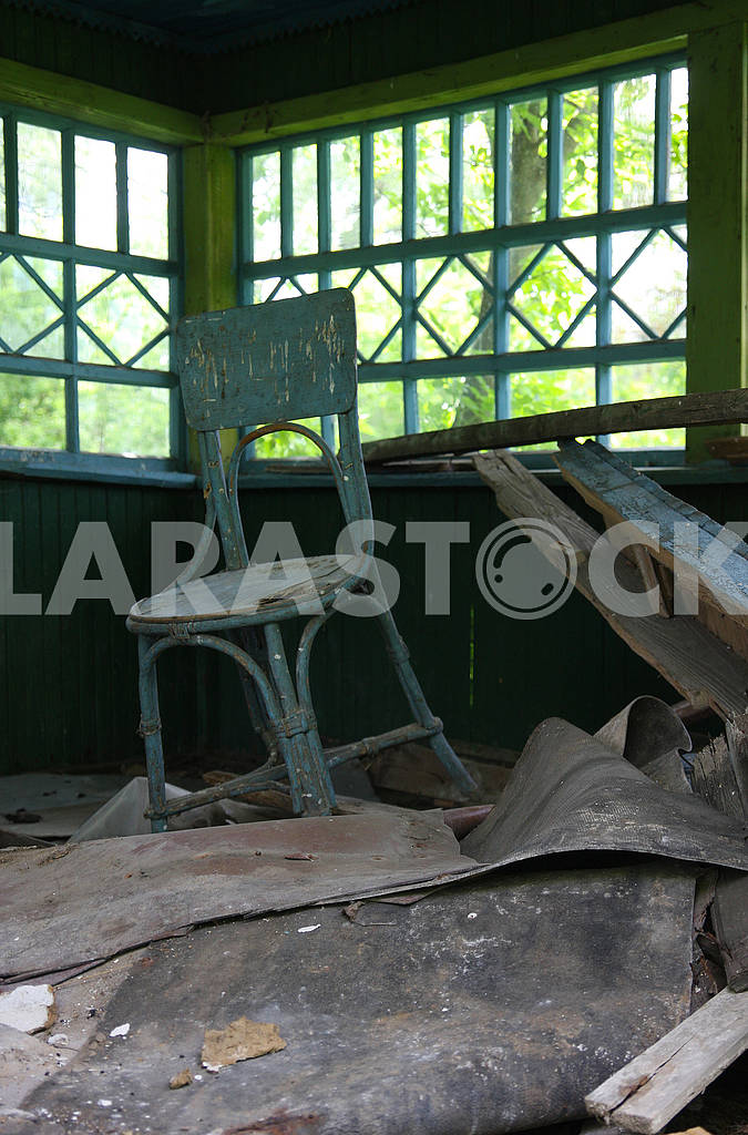 Vienna chair in an abandoned house — Image 67526