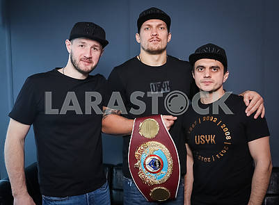 Alexander Usik coach Sergey Vatamanyuk, WBO heavyweight champion Alexander Usik