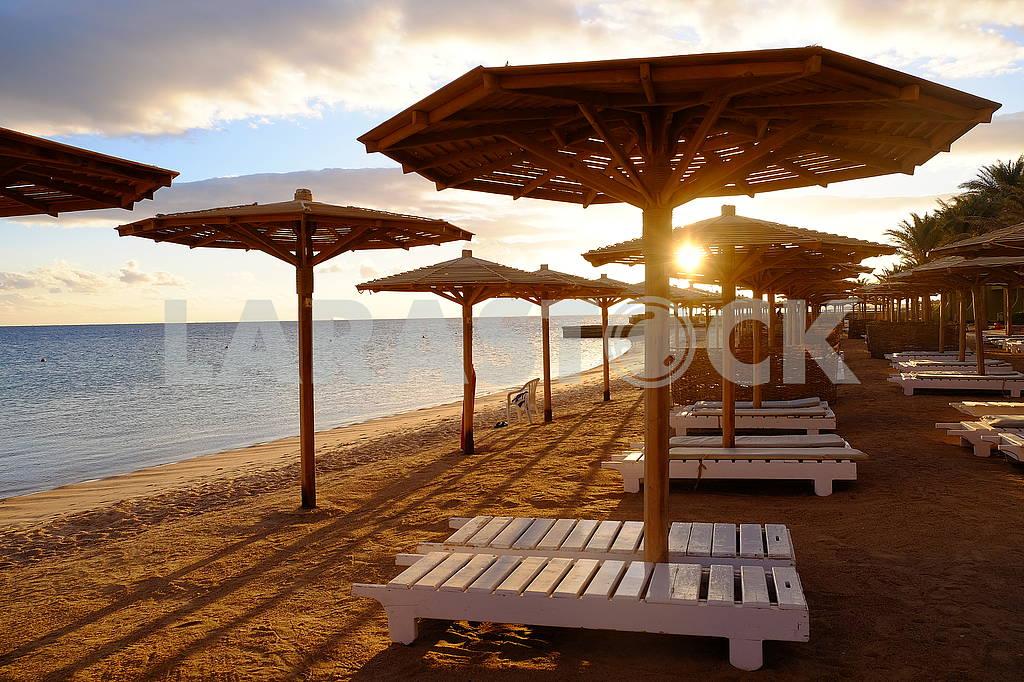 Dawn on the beach — Image 67773