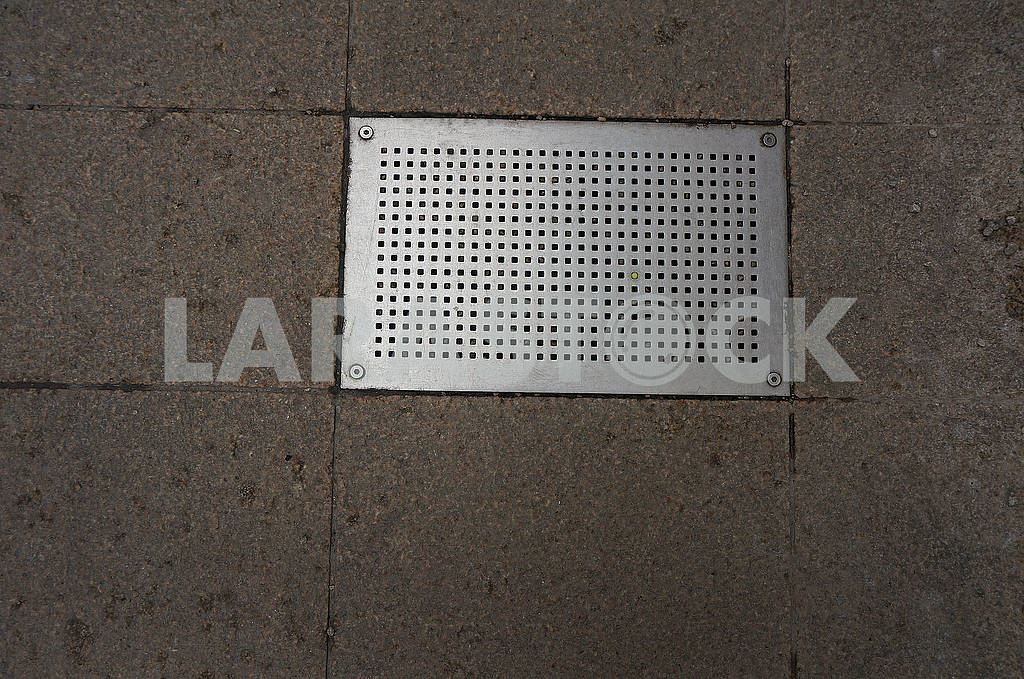 Rectangular metal grating — Image 67787