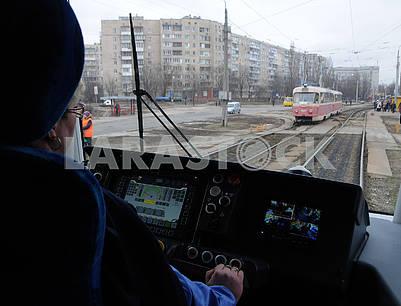 Кабина водителя в новом трамвае PESA