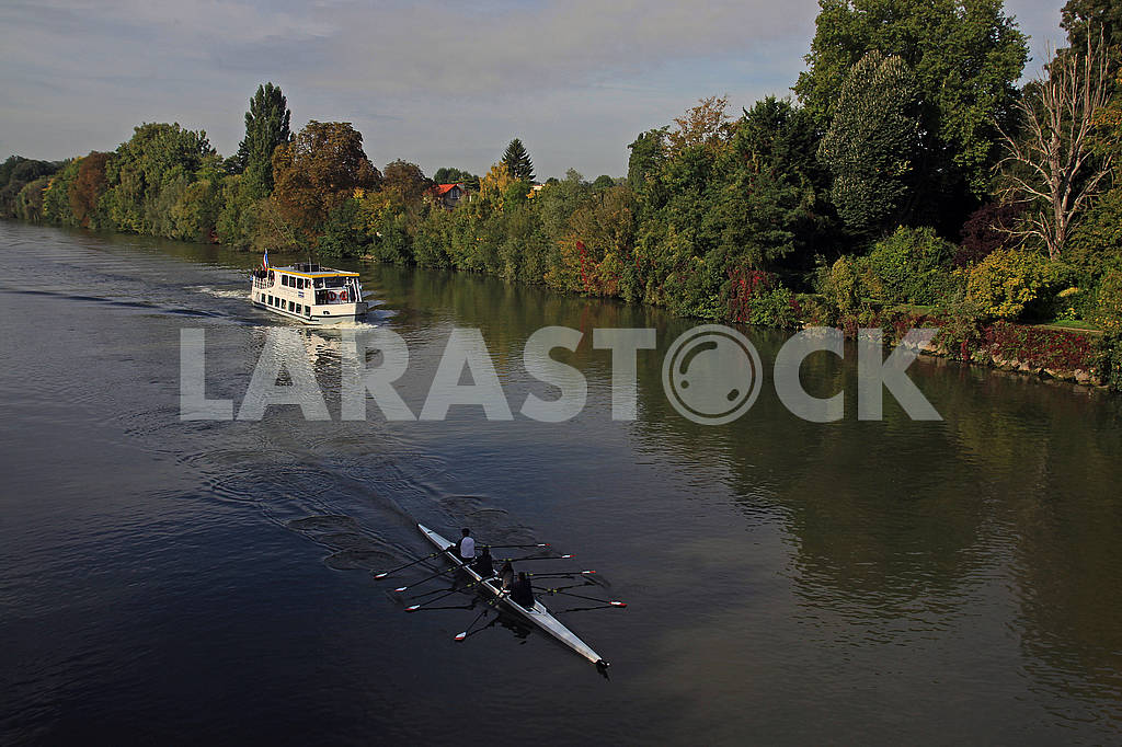 Yacht and canoe on the river — Image 67927