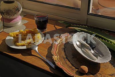 Breakfast on the windowsill