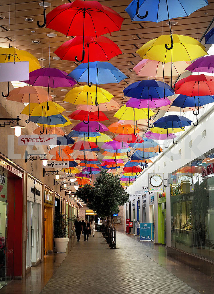 Umbrellas in the shopping center — Image 67986