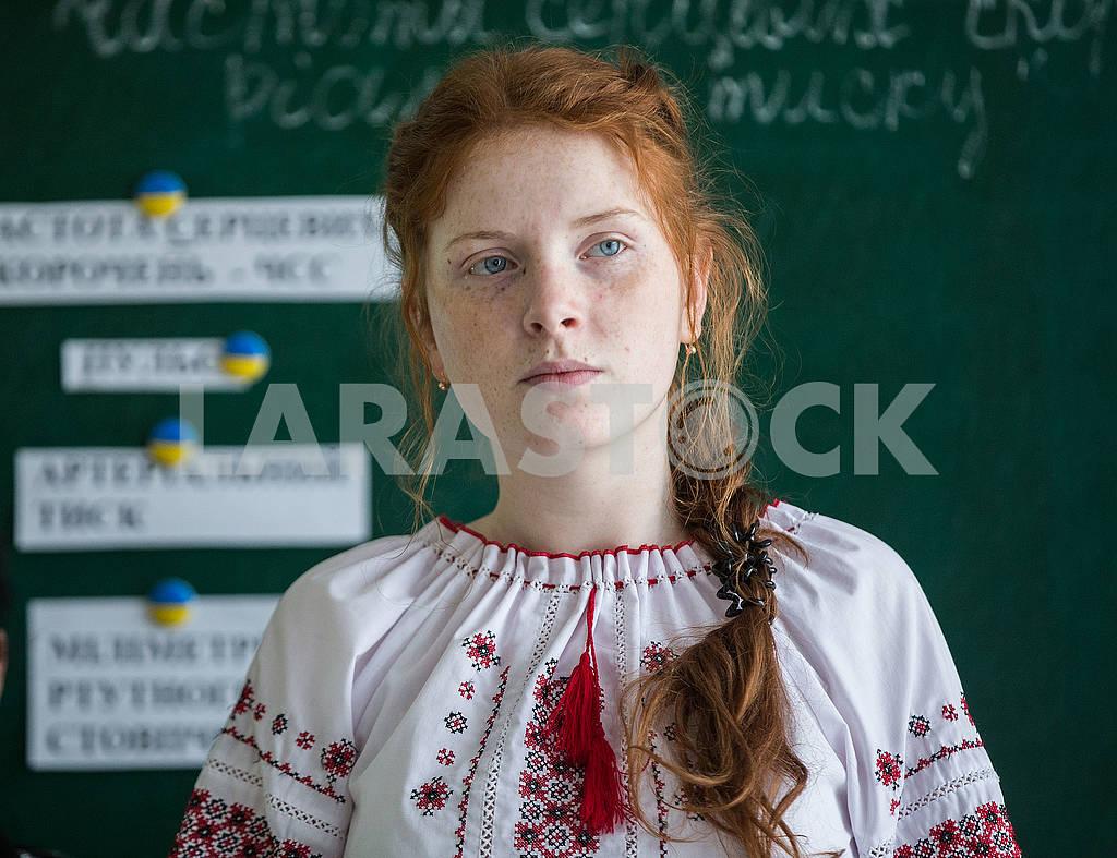 Рыжая девочка в вышиванке — Изображение 68041