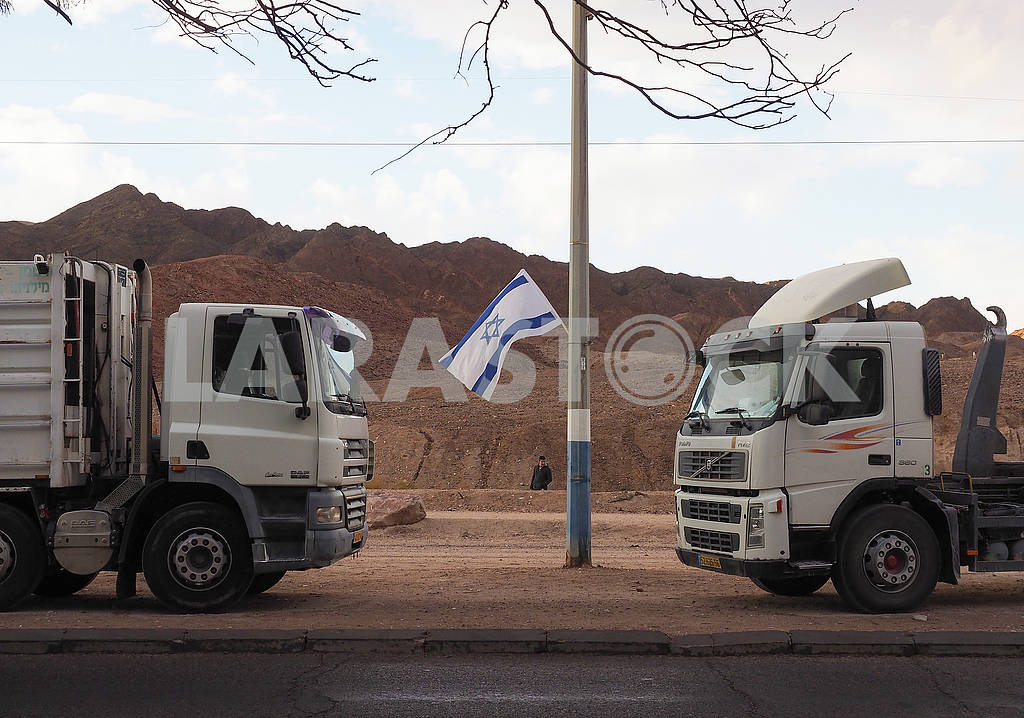 Two trucks and the flag of Israel — Image 68077