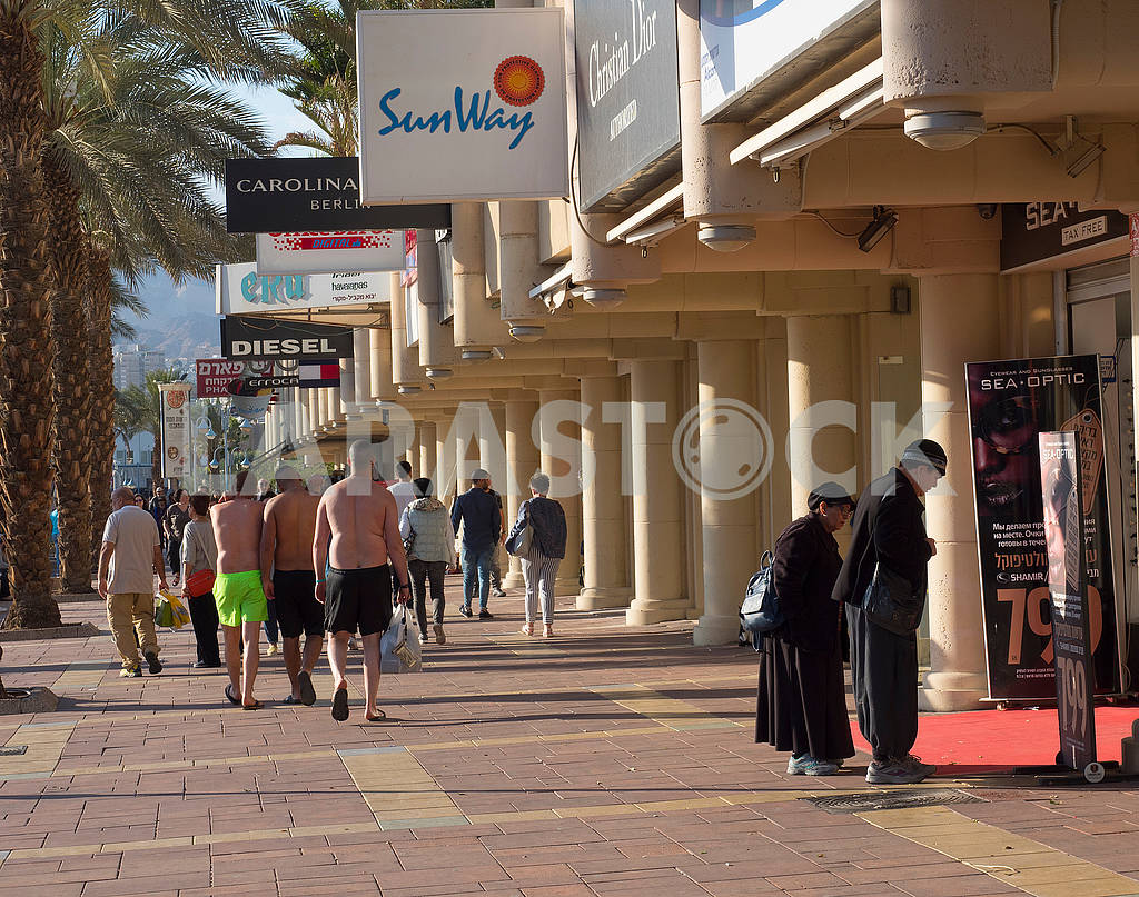 Passers-by on the street in Eilat — Image 68111
