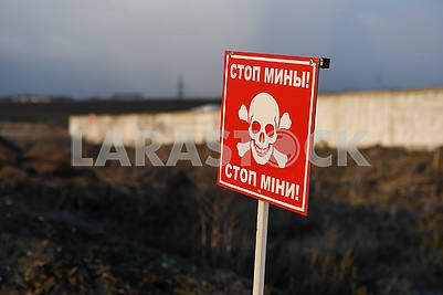 "The sign ""Stop the mines"""