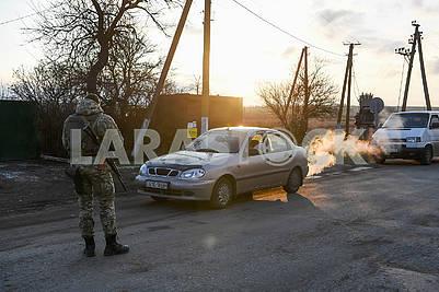 Border guard checks cars