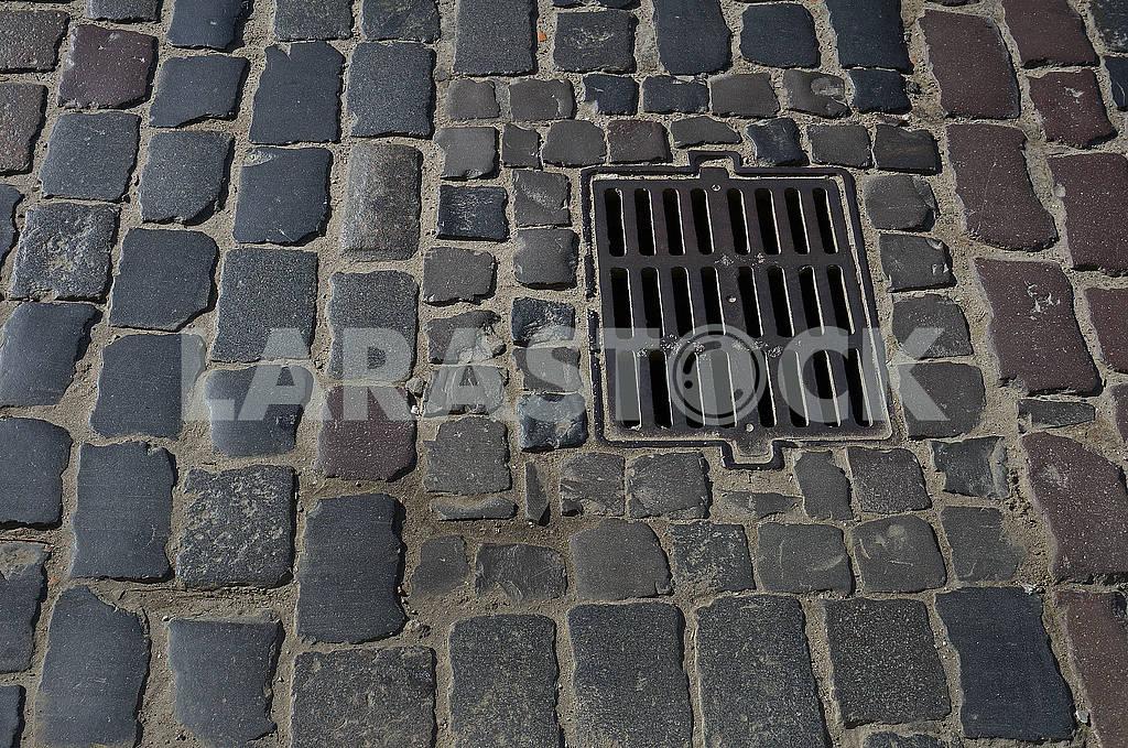 Grate of waterspout sewage drain way — Image 68194