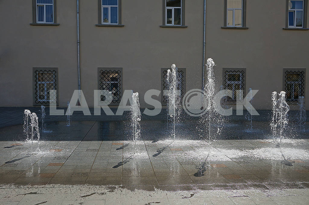 Dancing and moving fountain water — Image 68195