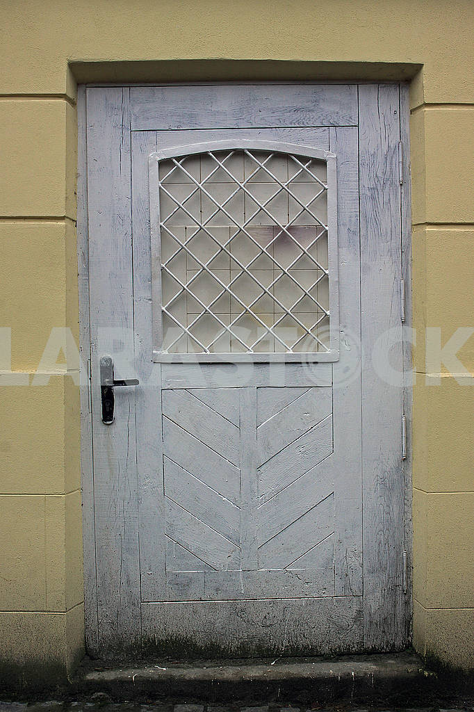 Old white dirty not tall  door — Image 68221