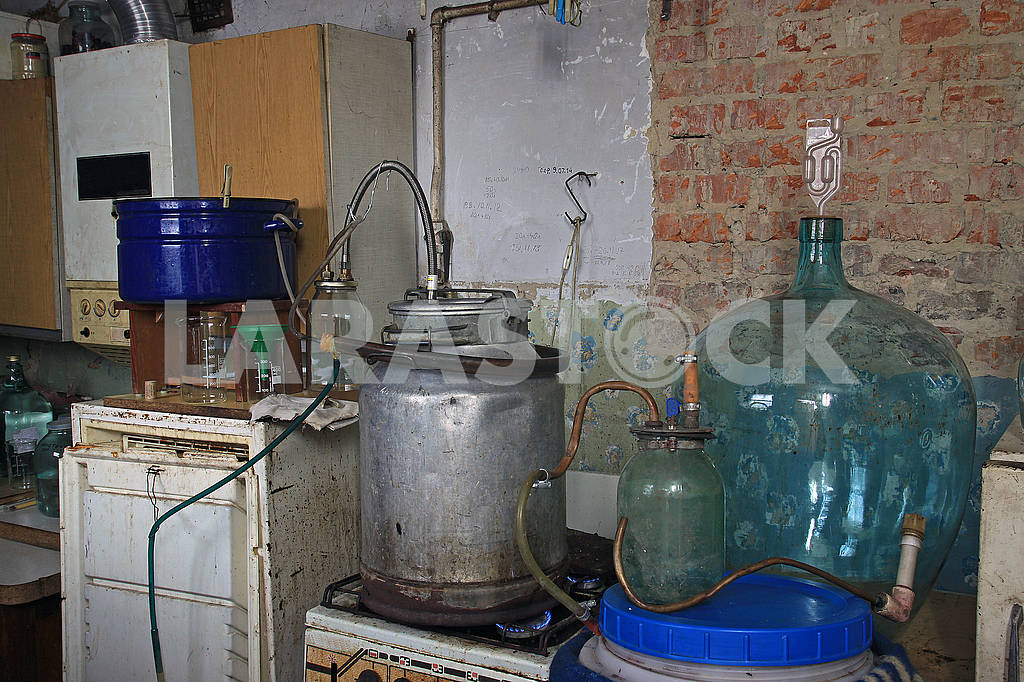 Old alcohol distillated equipment — Image 68225
