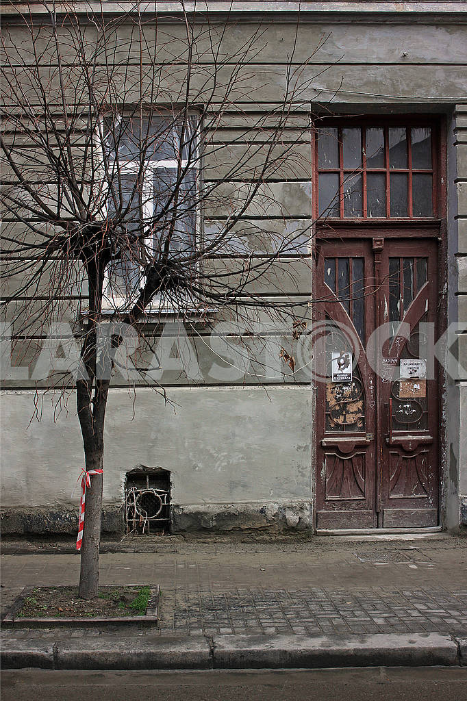 The facade of an old house — Image 68366