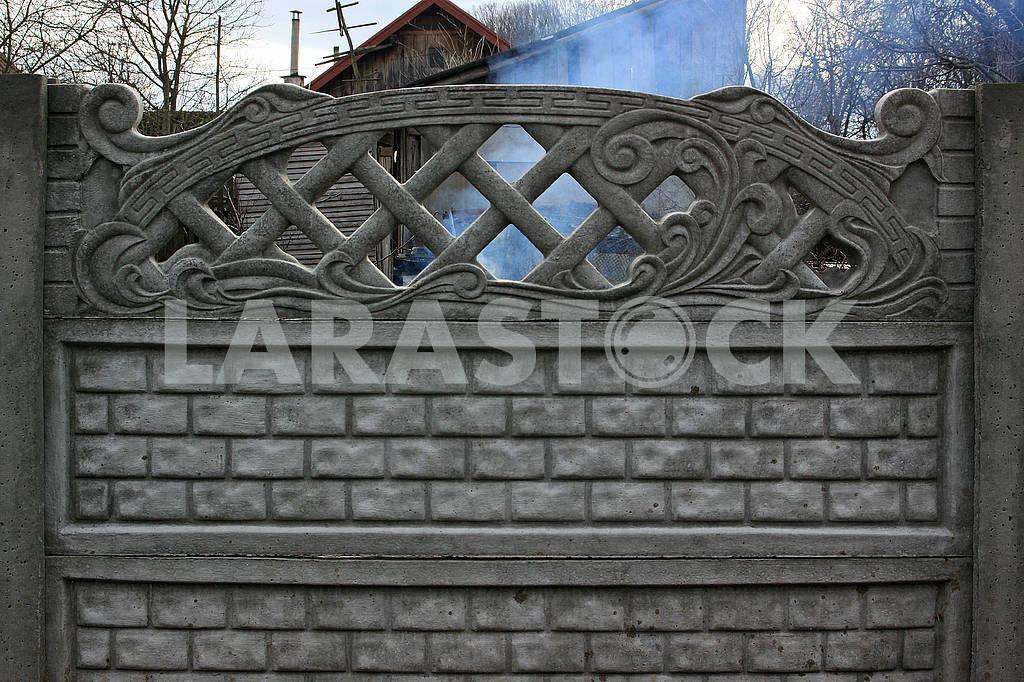 Новый забор из бетонных плит — Изображение 68464