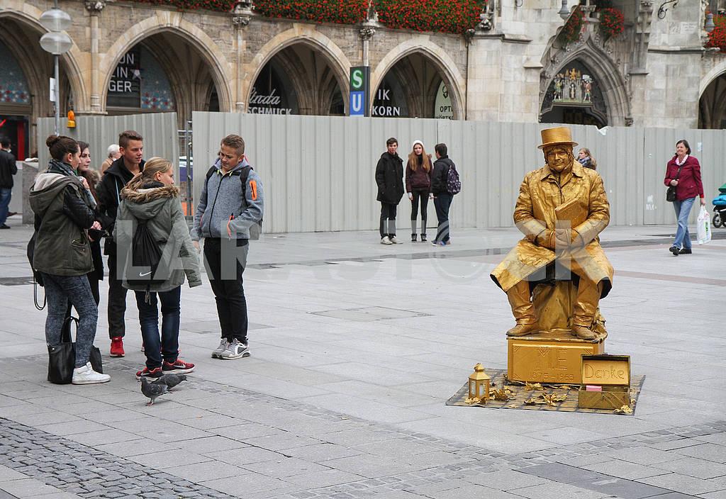 Живая скульптура на площади Мариенплац — Изображение 68524