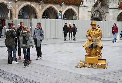 Живая скульптура на площади Мариенплац