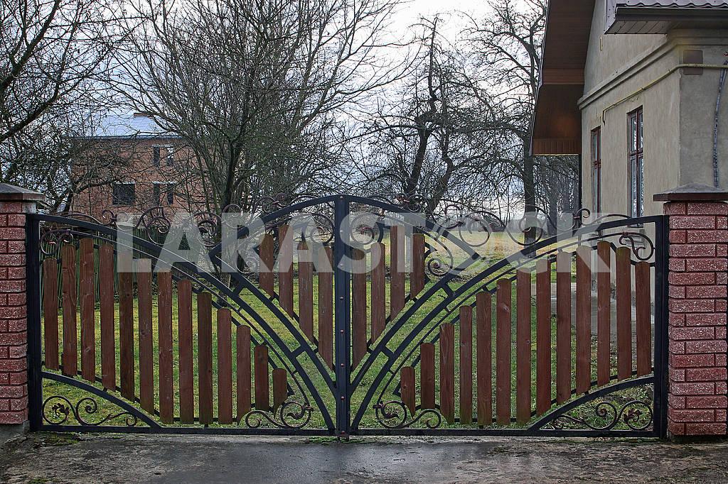 Metal gates — Image 68568