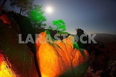 Довбушская скала ночь