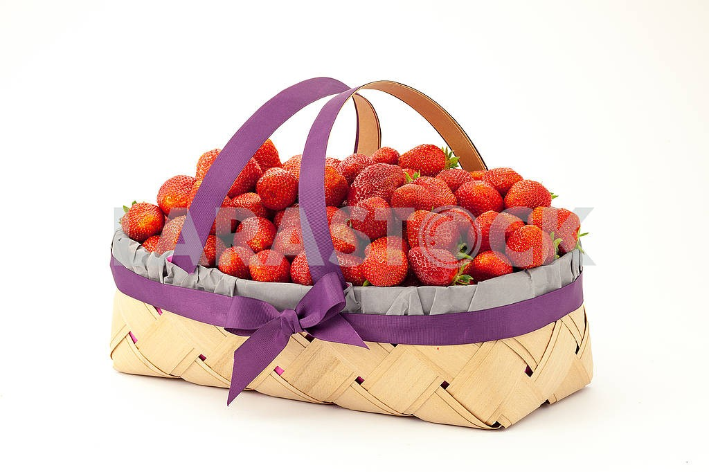 Strawberries in a basket — Image 69085