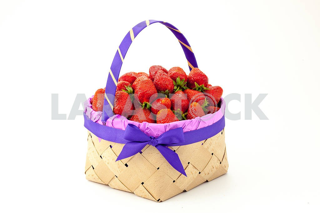 Strawberries in a basket — Image 69115