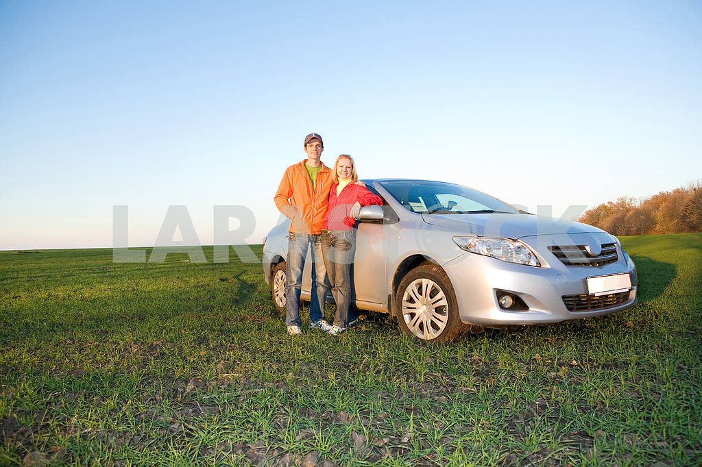 Happy young couple with new car — Image 6918