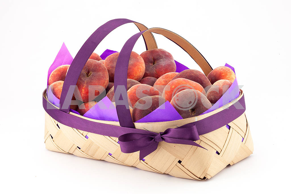 Peaches in a basket — Image 69189