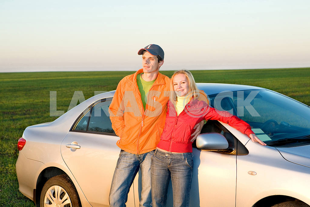 Happy young couple with new car — Image 6919